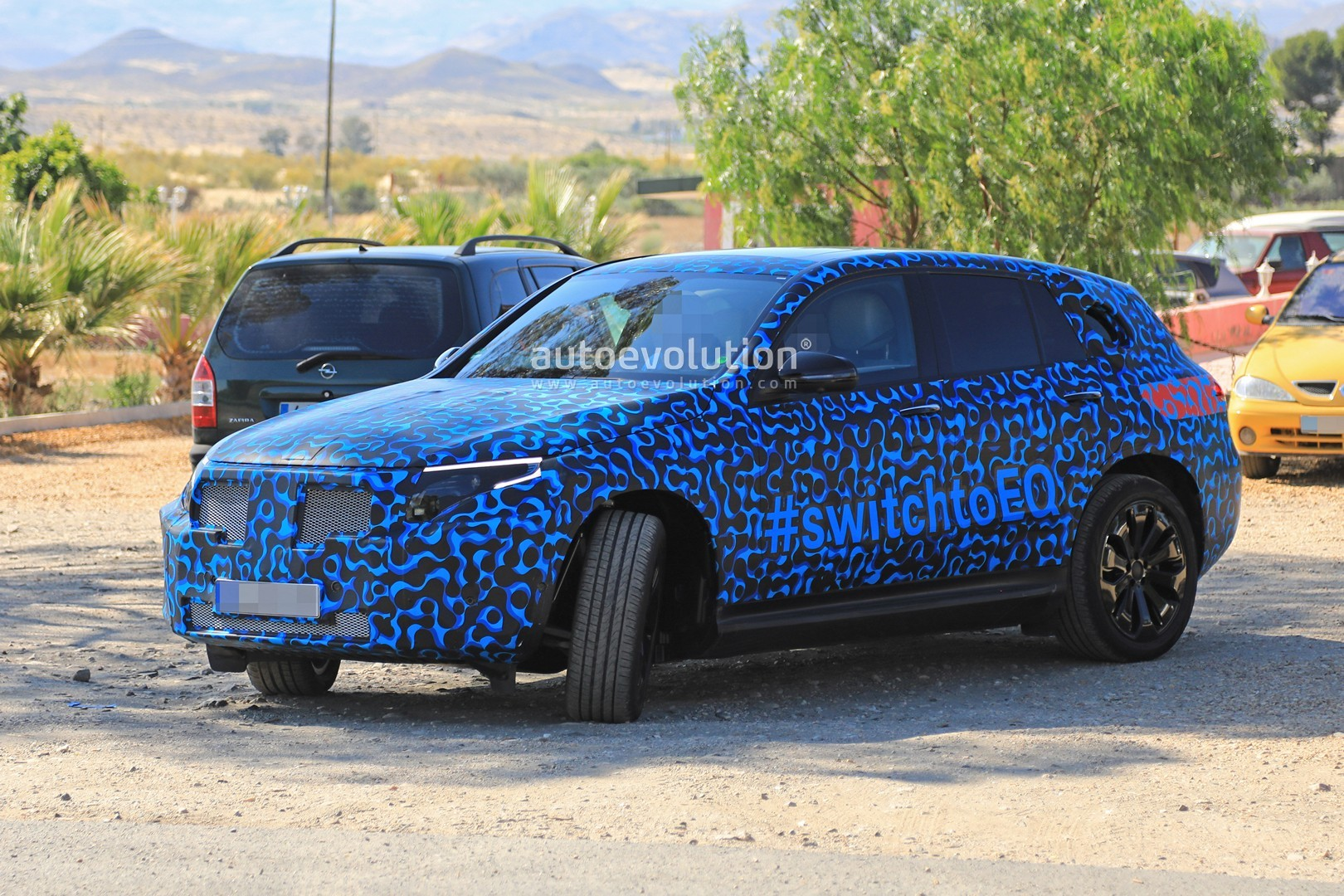 [Imagen: mercedes-eq-c-spied-with-new-camo-and-ca...-tag_1.jpg]