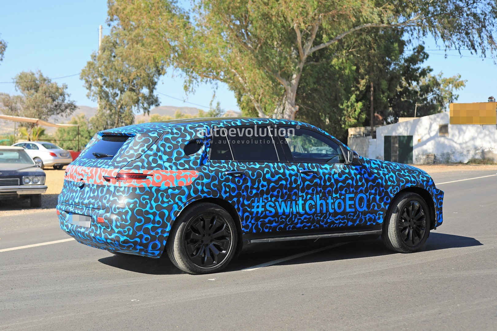 [Imagen: mercedes-eq-c-spied-with-new-camo-and-ca...tag_11.jpg]