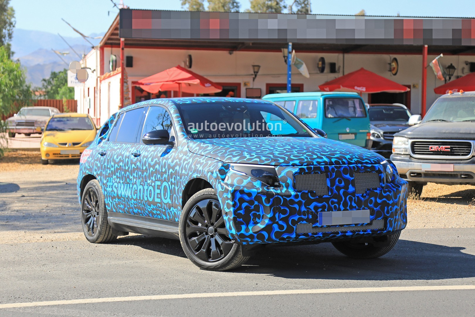 [Imagen: mercedes-eq-c-spied-with-new-camo-and-ca...-tag_6.jpg]