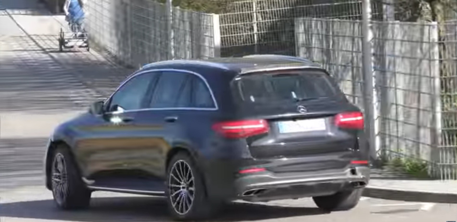 mercedes amg glc 63 and glc 63 coupe spotted while driving. Black Bedroom Furniture Sets. Home Design Ideas