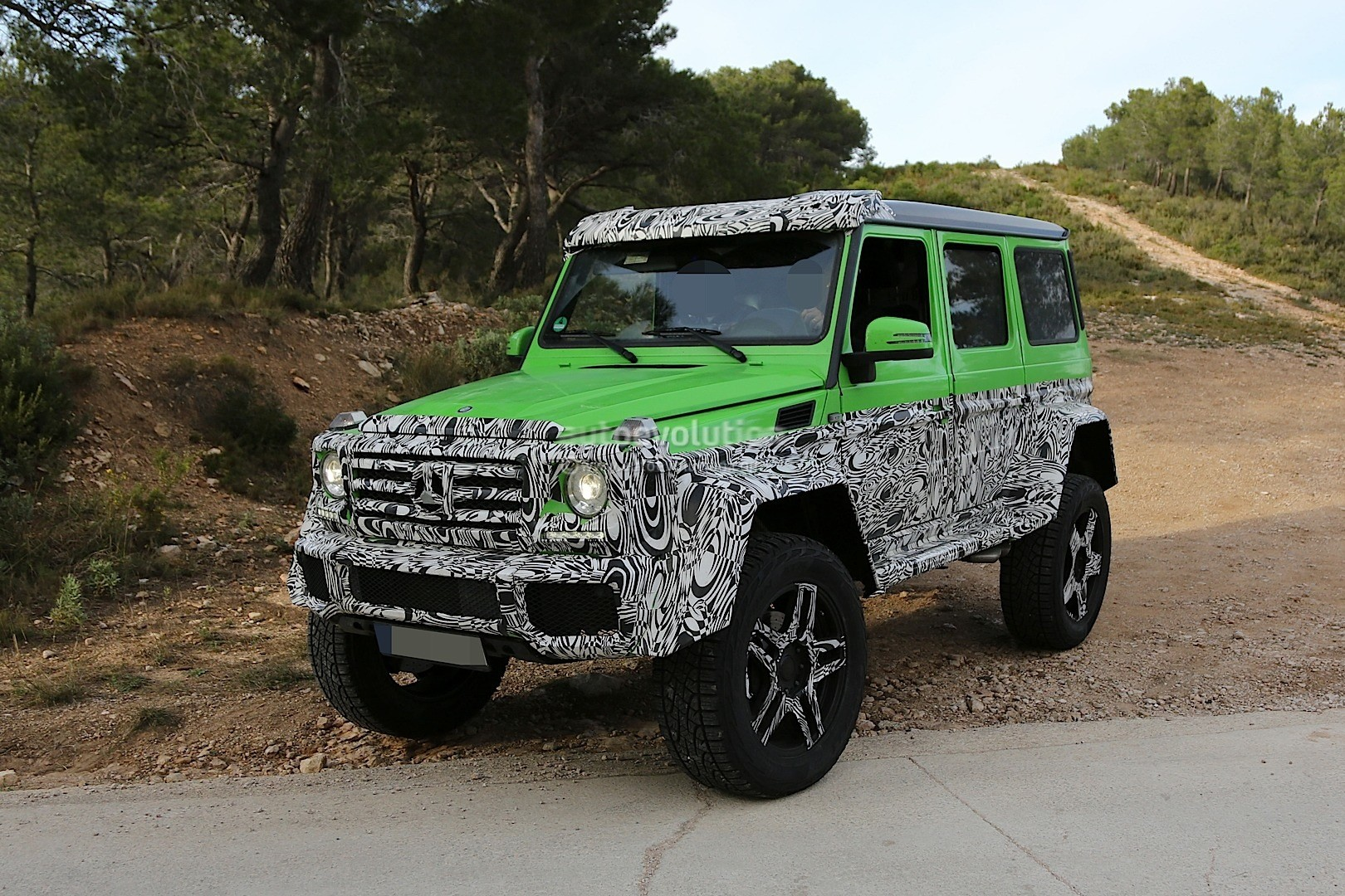 Mercedes G63 AMG: 4x4 Version of G63 AMG 6x6 Rendered ...