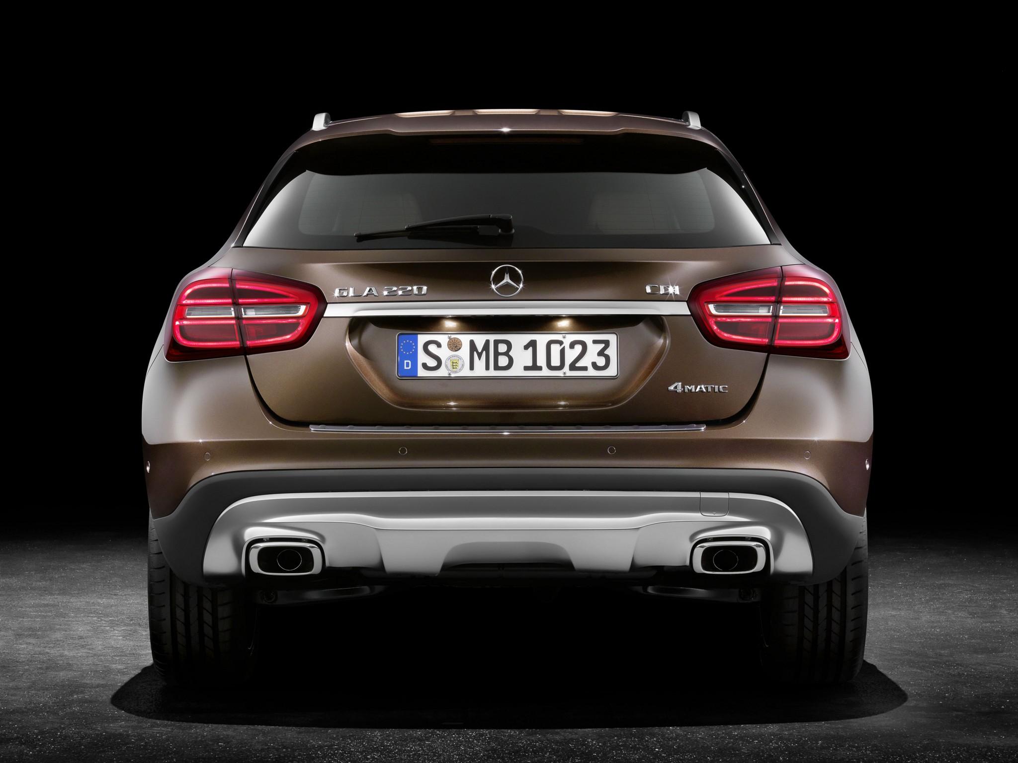 Mercedes GLA 220 CDI vs Volvo V40 Cross Country D4: the ...