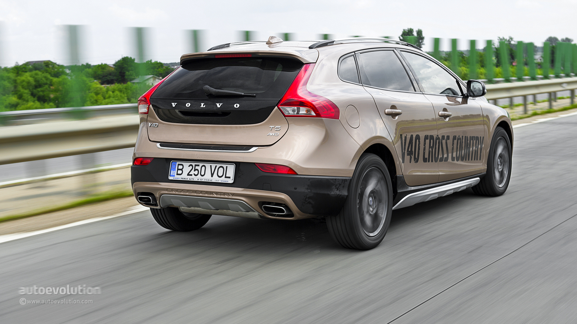 Mercedes Gla 220 Cdi Vs Volvo V40 Cross Country D4 The Cross Hatch  parison 86578 on 2015 volvo xc60 awd t6