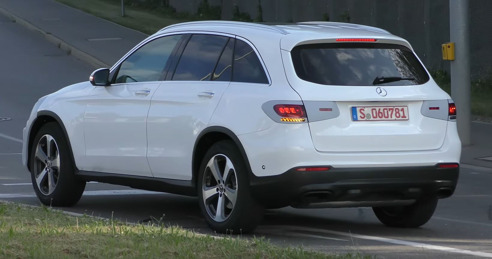 2018 - [Mercedes-Benz] GLC/GLC Coupé restylés Mercedes-glc-class-facelift-spied-in-germany-with-minimal-camo_1