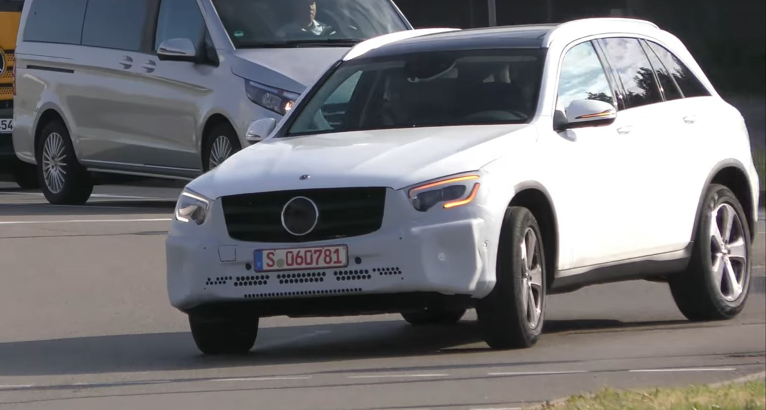2018 - [Mercedes-Benz] GLC/GLC Coupé restylés Mercedes-glc-class-facelift-spied-in-germany-with-minimal-camo_2