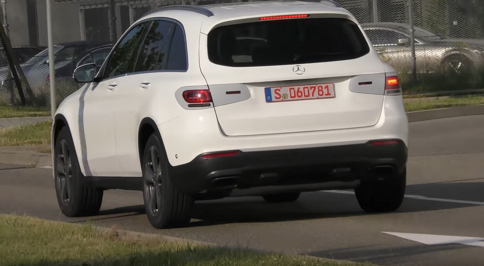 2018 - [Mercedes-Benz] GLC/GLC Coupé restylés Mercedes-glc-class-facelift-spied-in-germany-with-minimal-camo_3
