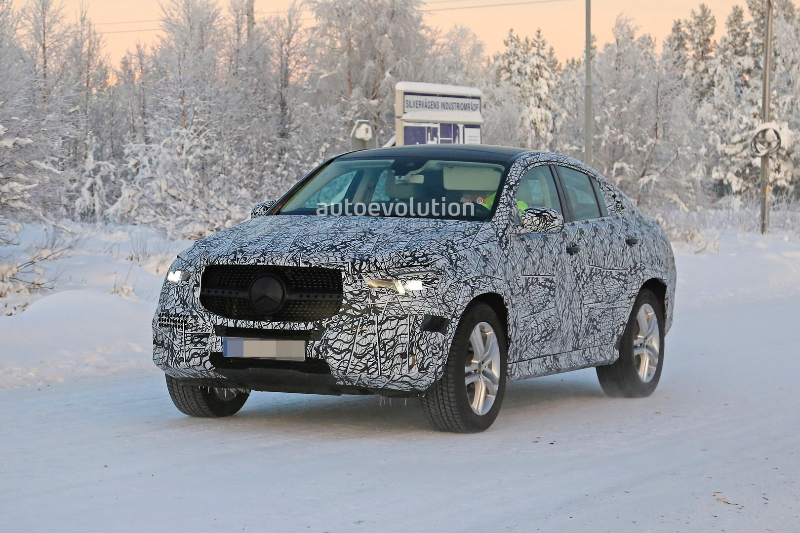 2018 - [Mercedes-Benz] GLC/GLC Coupé restylés - Page 2 Mercedes-glc-facelift-spied-in-detail-shows-interior_2