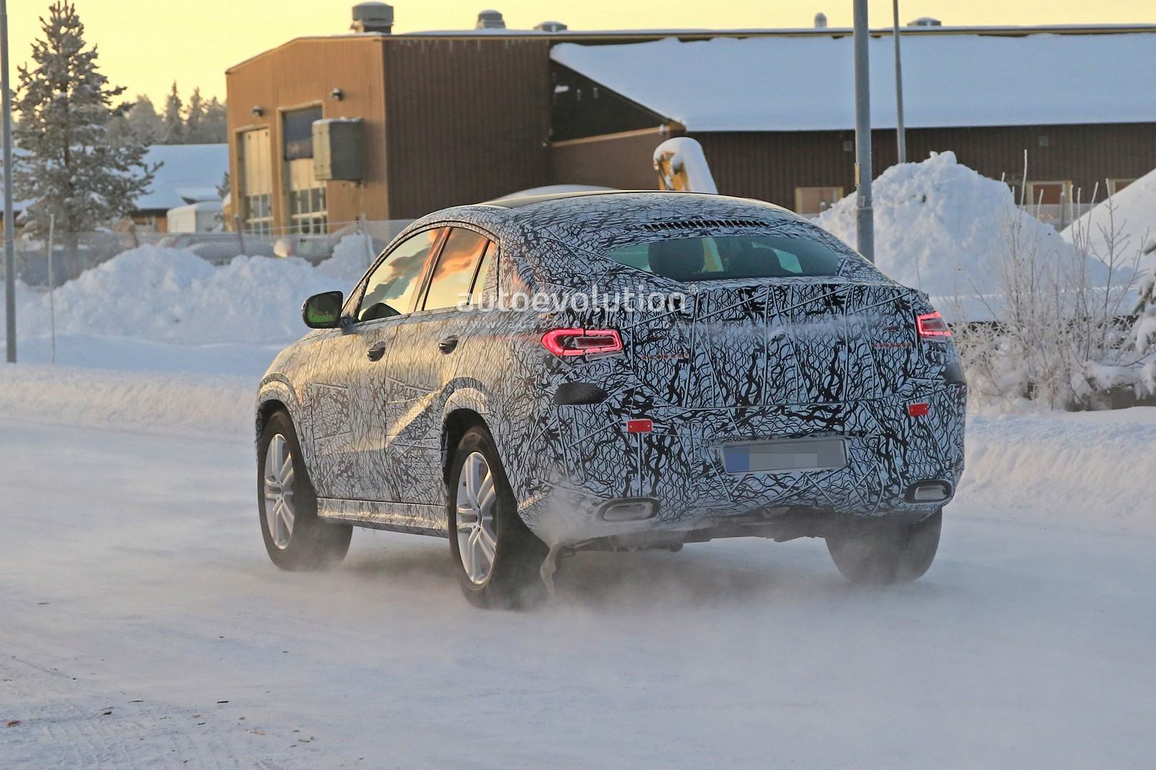 2020 mercedes benz gle coupe spied undergoing winter. Black Bedroom Furniture Sets. Home Design Ideas