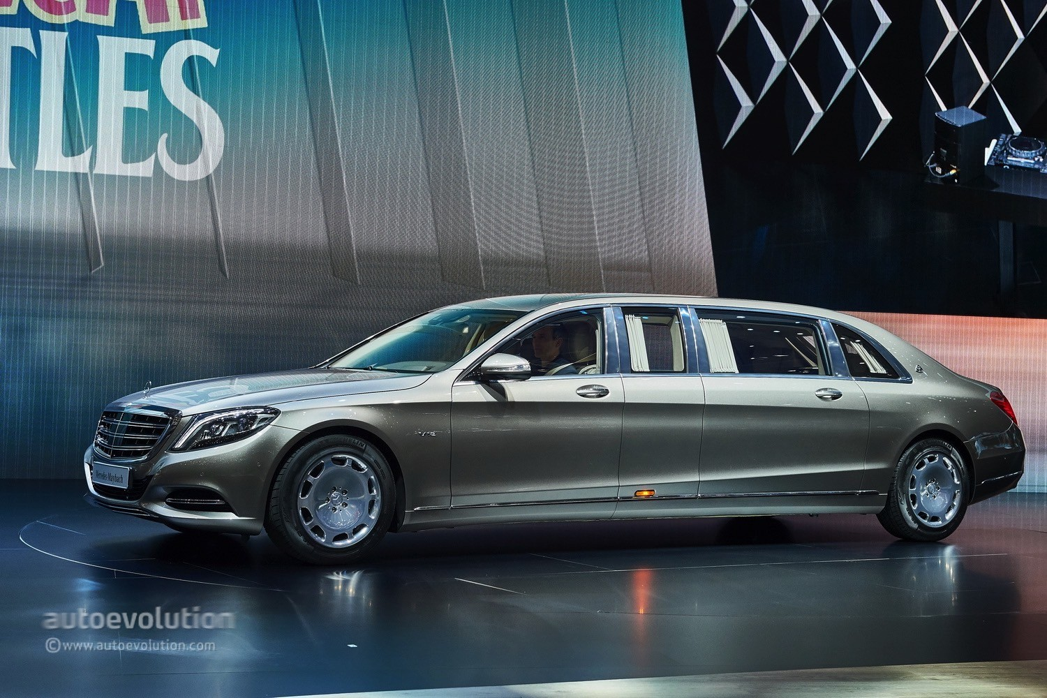 mercedes maybach pullman s600 bursts opulence in geneva autoevolution. Black Bedroom Furniture Sets. Home Design Ideas