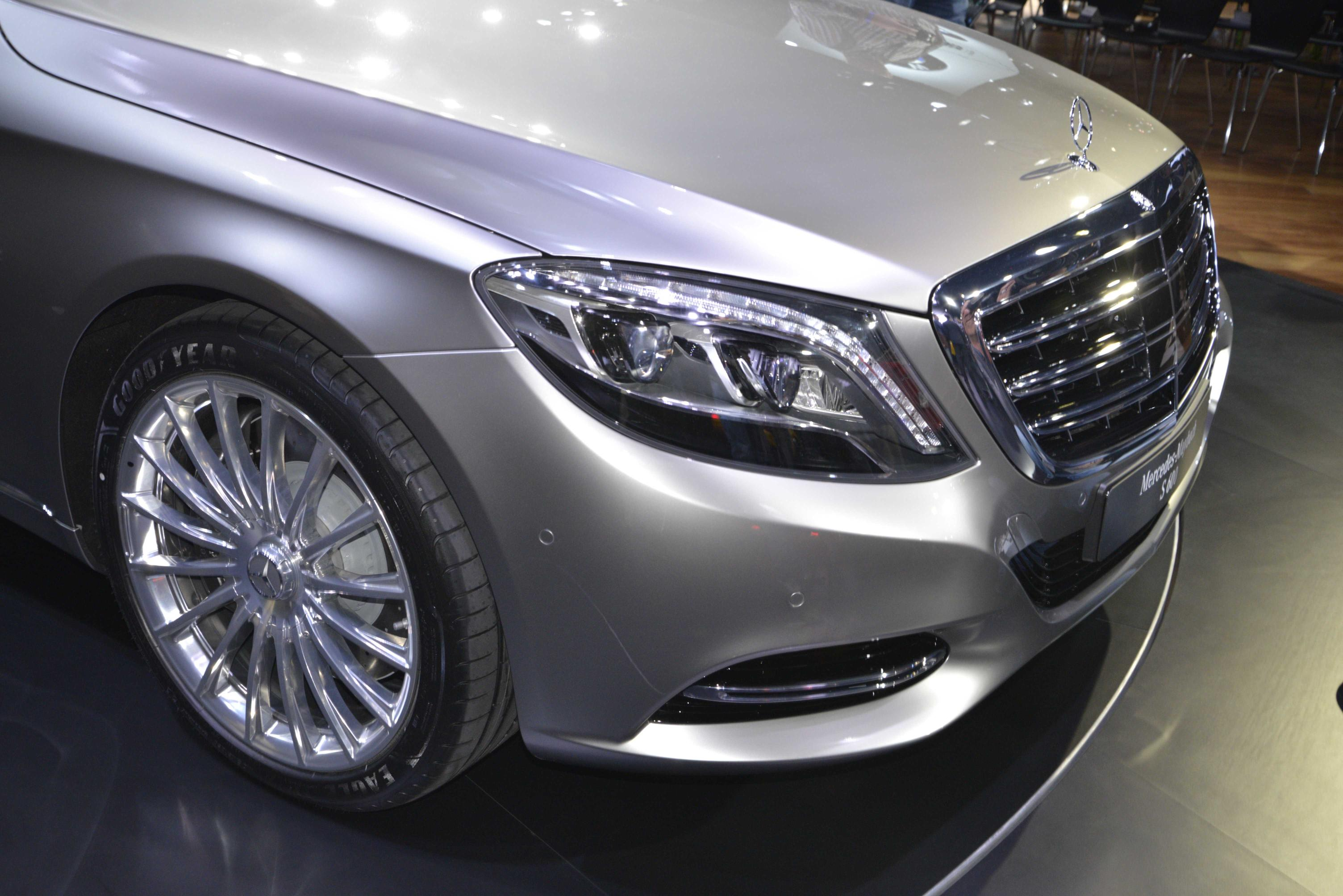 mercedes maybach s class is cutting maybach 39 s losses video live photos autoevolution. Black Bedroom Furniture Sets. Home Design Ideas