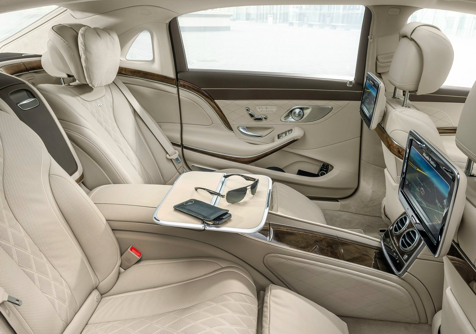 Mercedes maybach s500 priced at 134 053 s600 is 187 841 for Interieur de voiture de luxe