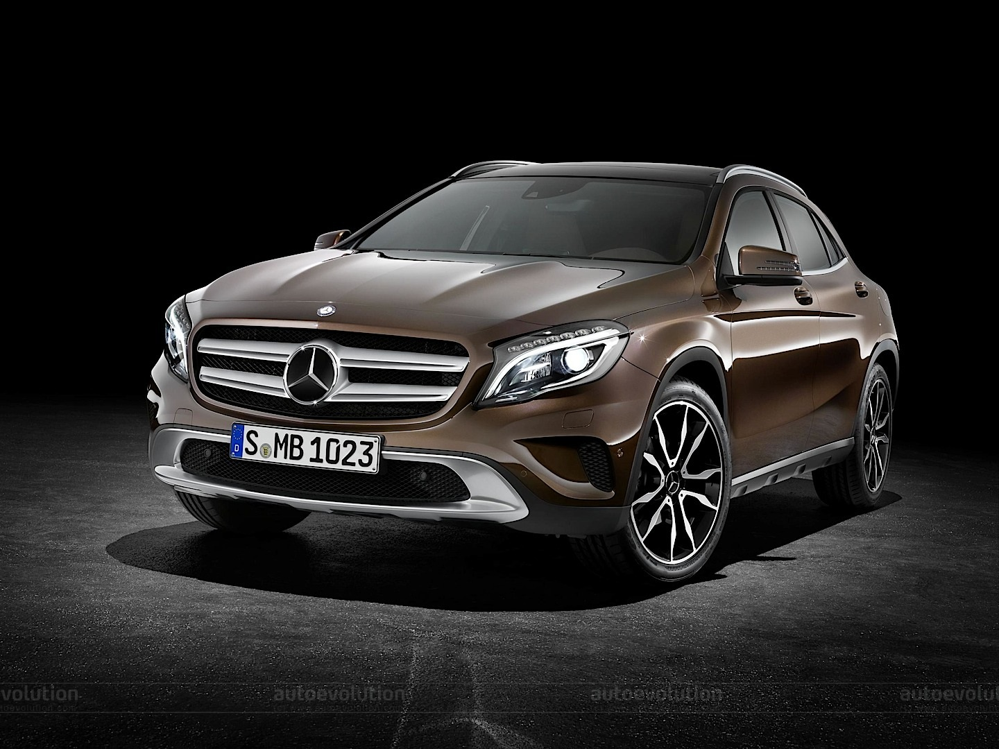 mercedes officially reveals gla compact suv autoevolution. Black Bedroom Furniture Sets. Home Design Ideas