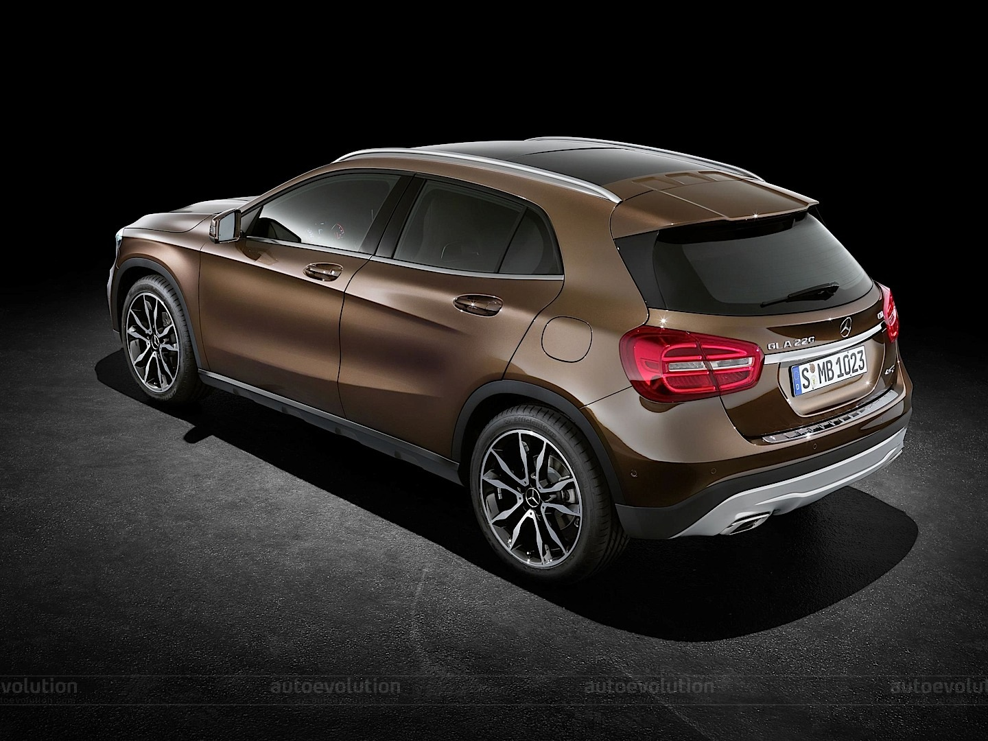 Mercedes officially reveals gla compact suv autoevolution for Smallest mercedes benz