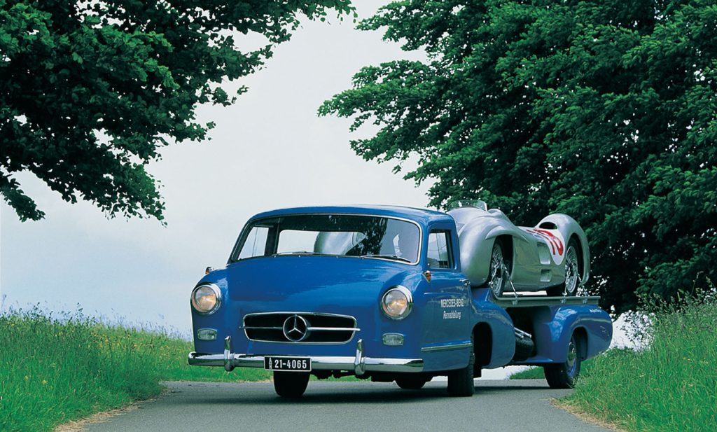 Mercedes Renntransporter - The Fastest Racing Car Hauler ...