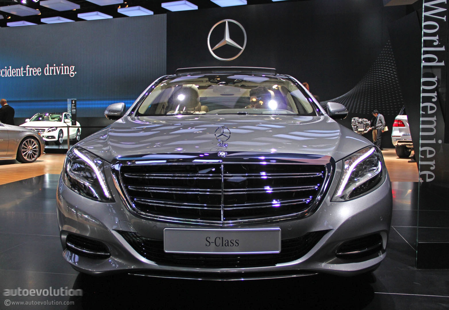 mercedes s600 debuts in detroit with 6 liter v12 live photos