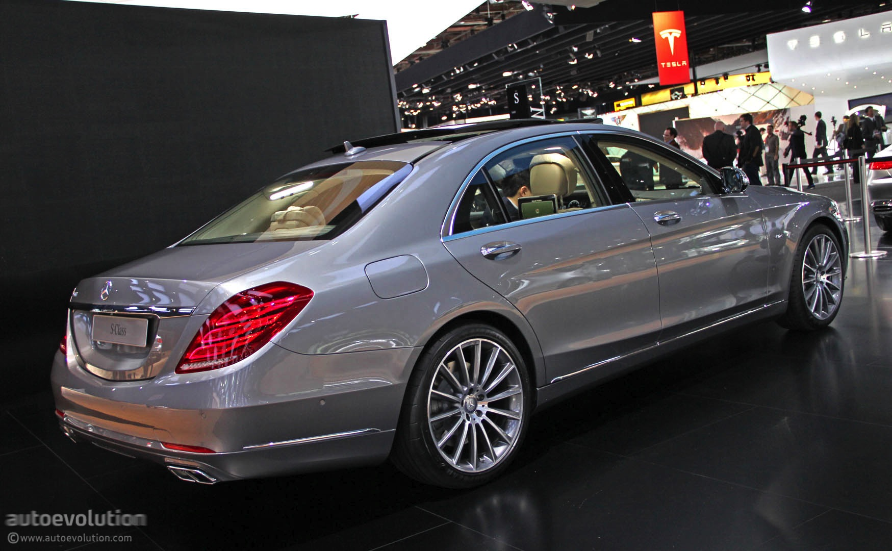 mercedes s600 debuts in detroit with 6 liter v12 live photos autoevolution. Black Bedroom Furniture Sets. Home Design Ideas