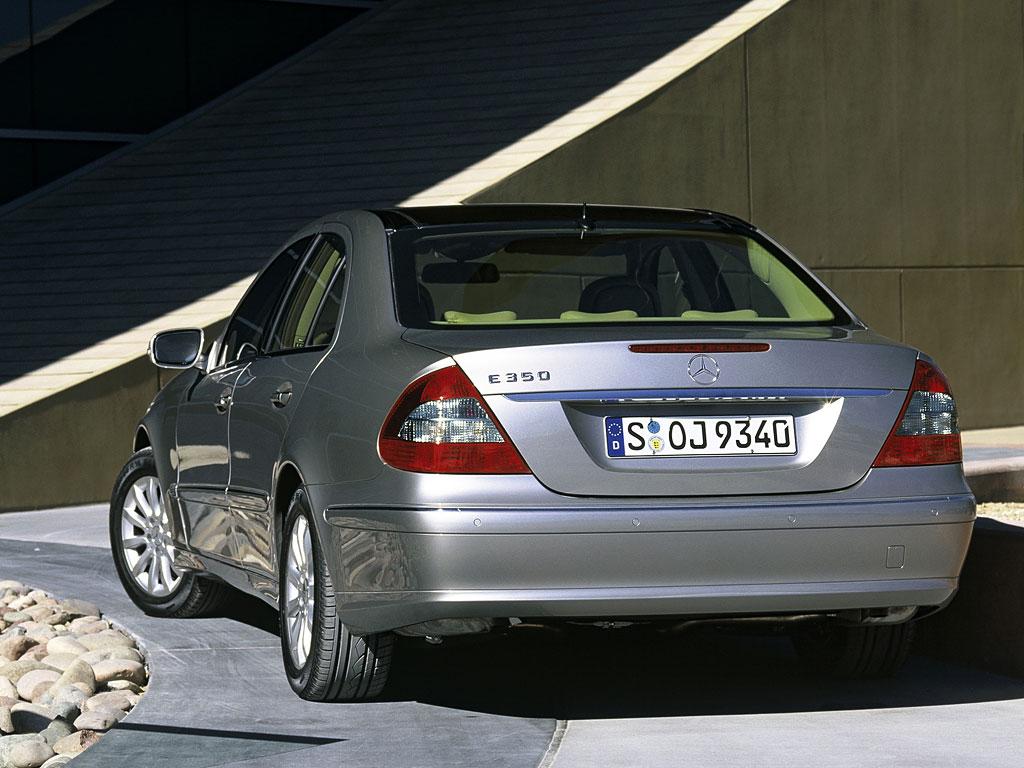 mercedes sells 1 5m e class units autoevolution. Black Bedroom Furniture Sets. Home Design Ideas