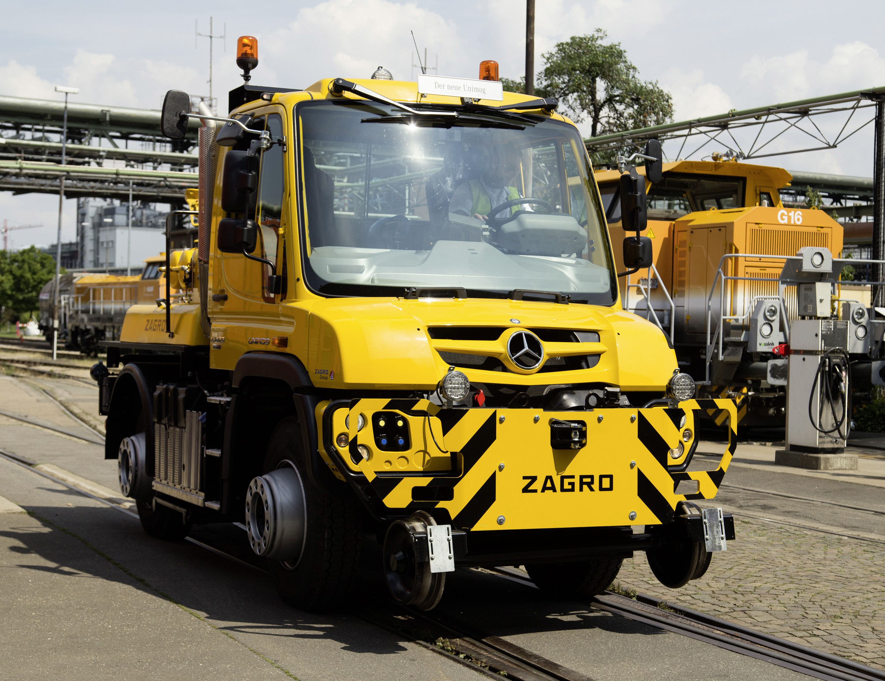 Mercedes Unimog Road Railer Goes From Truck To Diesel Locomotive Photo Gallery