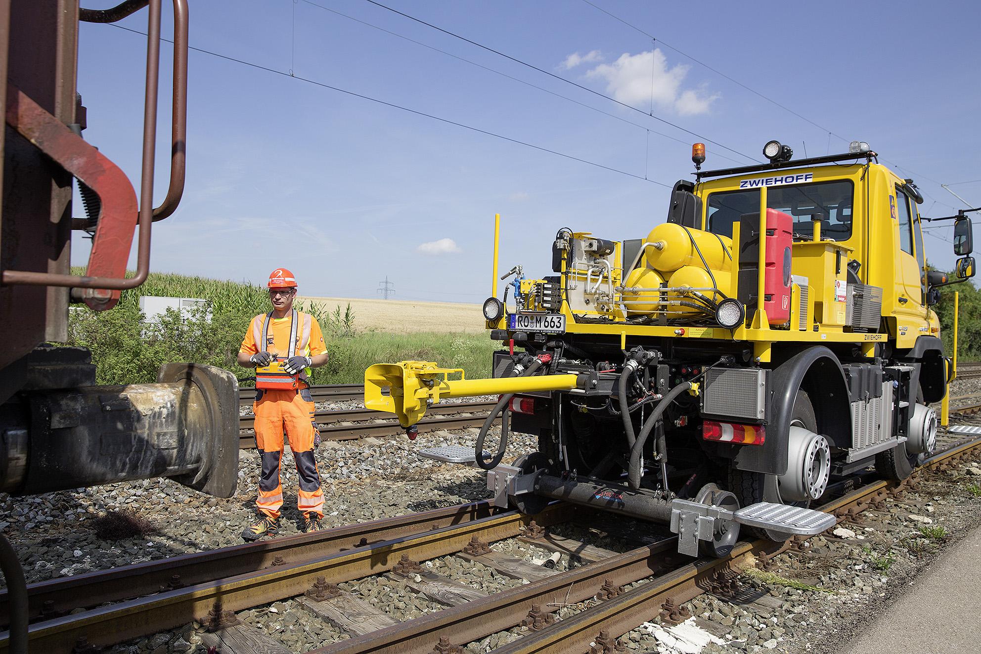 mercedes unimog road-railer goes from truck to diesel locomotive