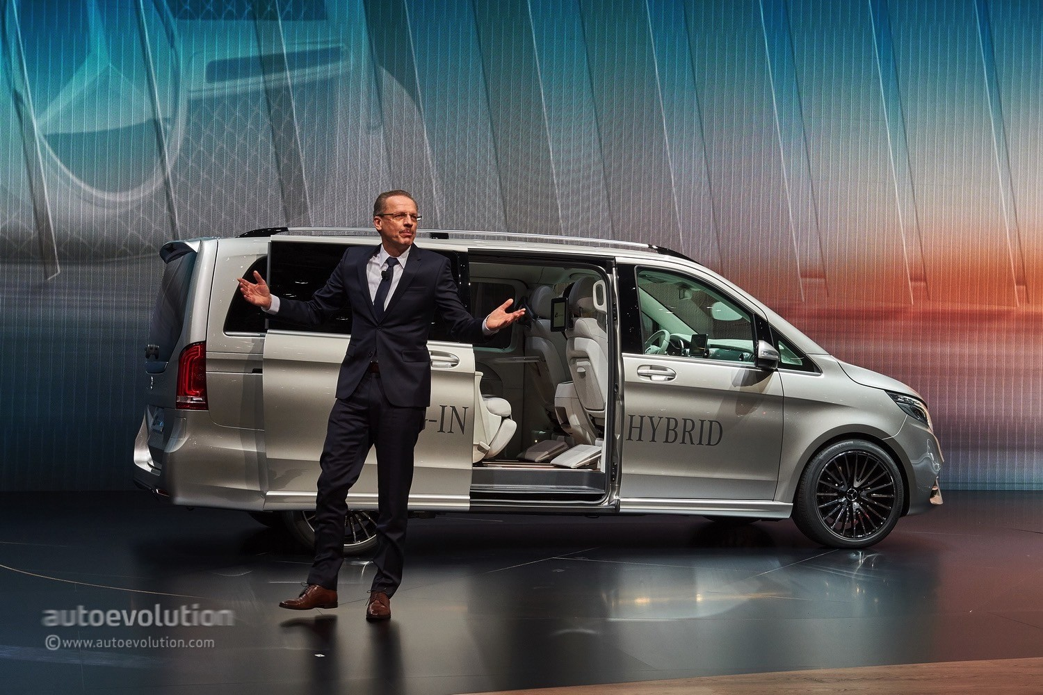 Mercedes Previews V Class Plug In Hybrid Van Revolution In