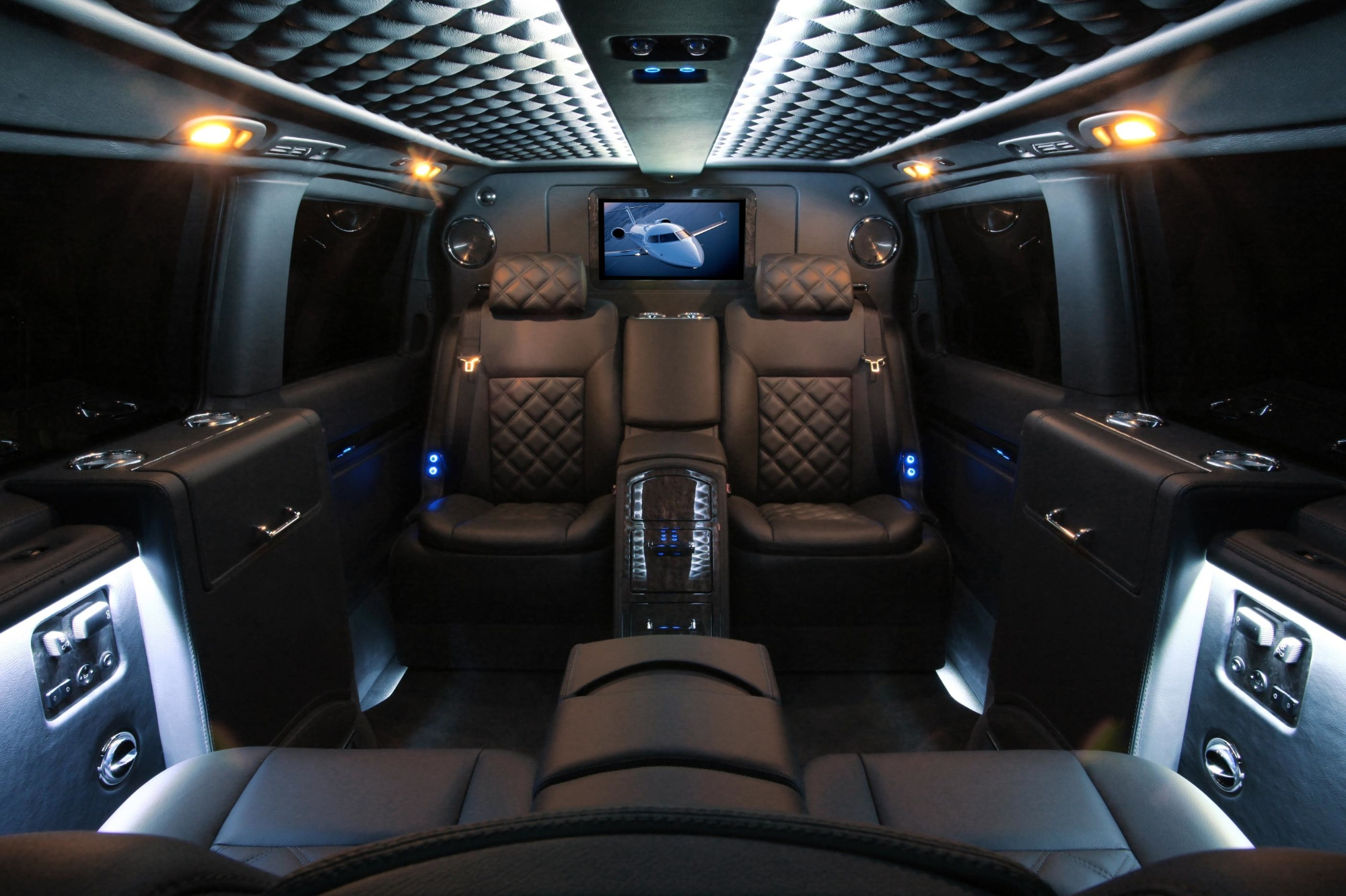 mercedes viano by carisma auto design is the ultimate luxury van autoevolution. Black Bedroom Furniture Sets. Home Design Ideas
