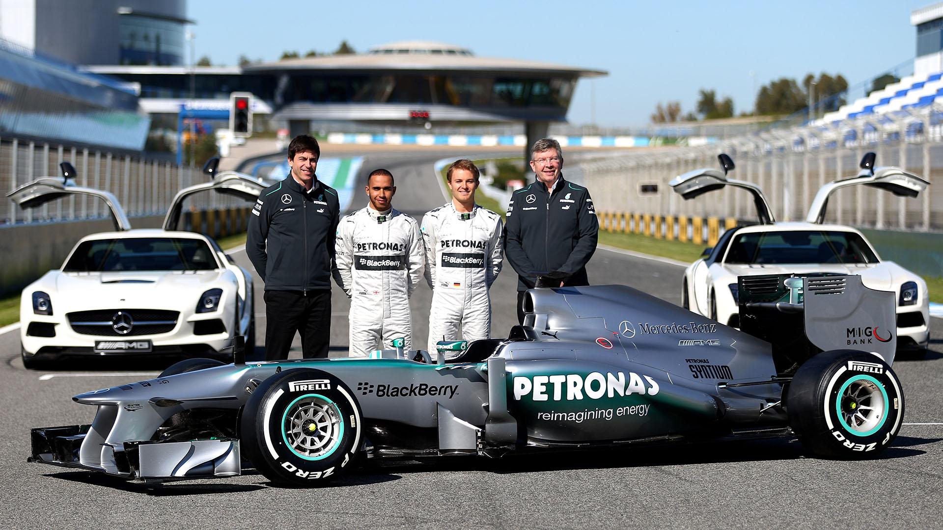 Mercedes w04 formula 1 car showcased at jerez autoevolution for Mercedes benz formula 1