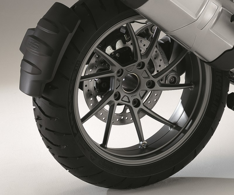 michelin shows anakee iii tires the new r1200gs has them autoevolution. Black Bedroom Furniture Sets. Home Design Ideas