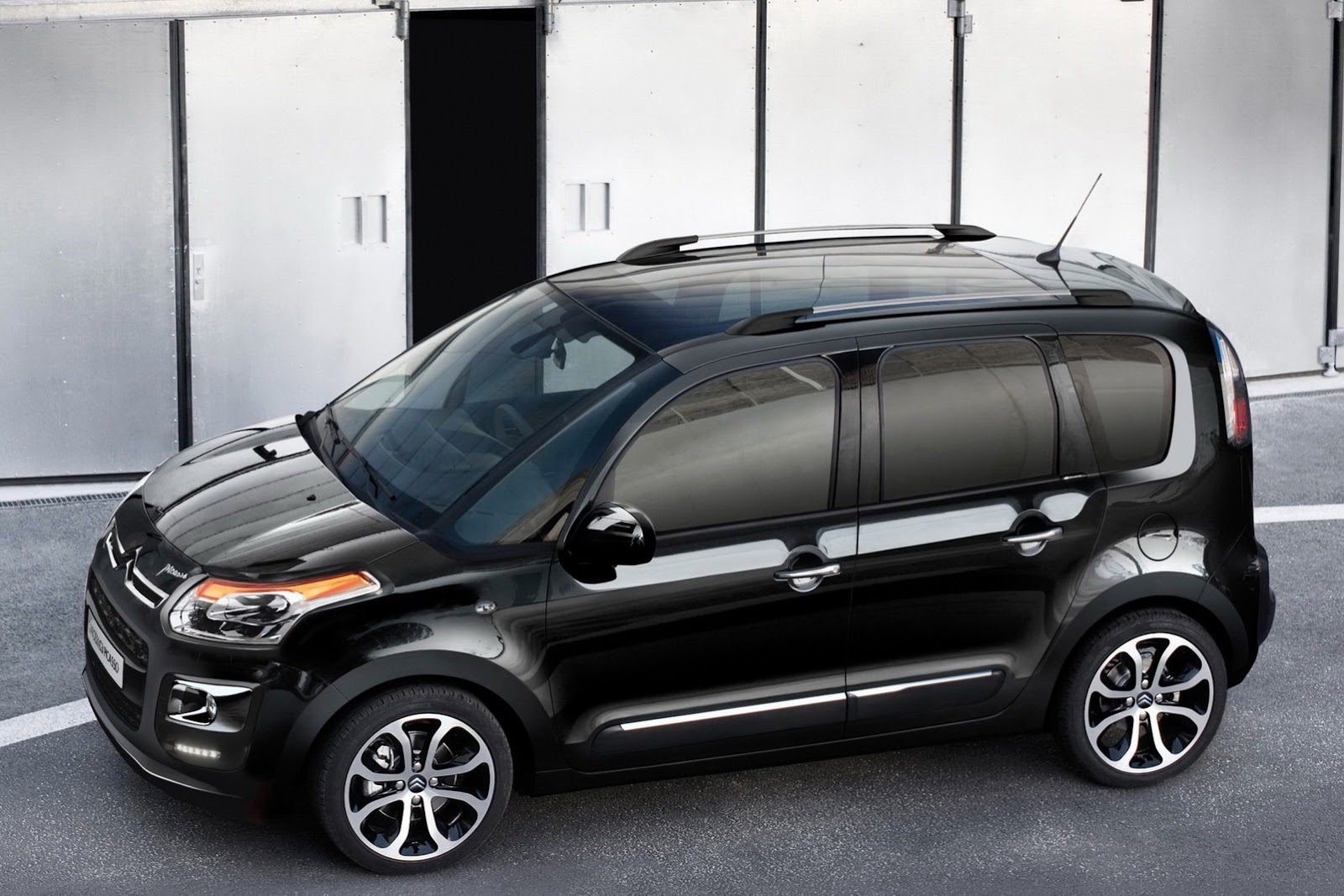 mildly refreshed citroen c3 picasso gets uk pricing. Black Bedroom Furniture Sets. Home Design Ideas