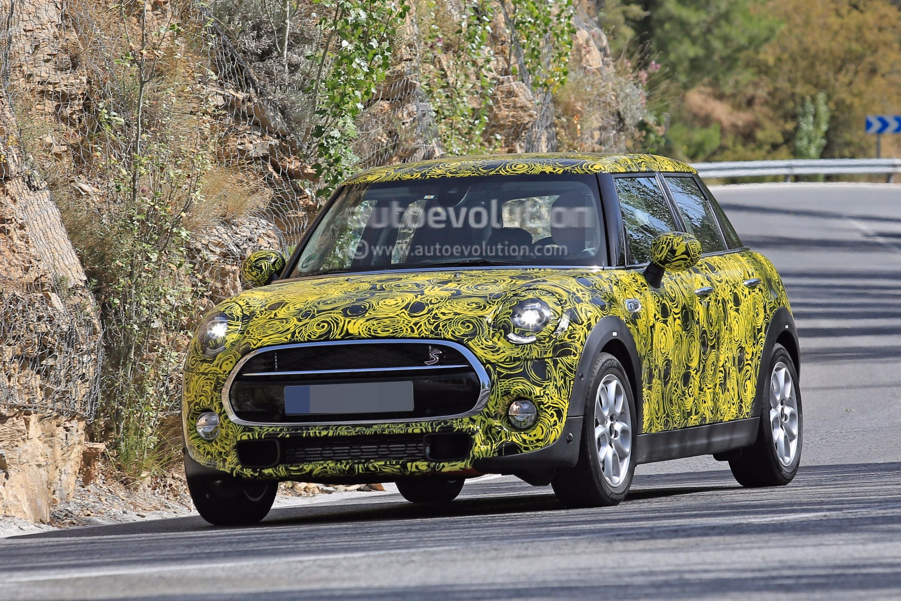 ... 2018 MINI 5-Door Hatch facelift (F55 LCI) ... & 2018 MINI 5-Door Hatch Facelift Spied With Redesigned Taillights ...