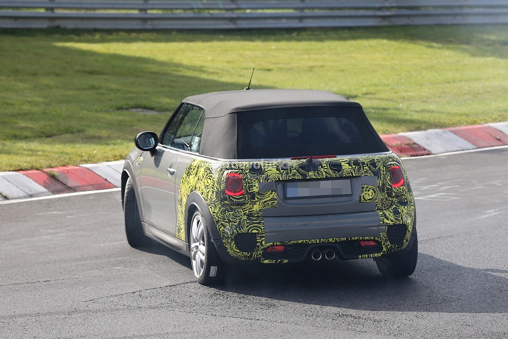 mini cabrio jcw on the ring is spied in the worst possible moment autoevolution. Black Bedroom Furniture Sets. Home Design Ideas