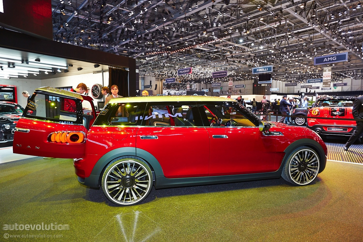 mini clubman concept shows us the boot at geneva live. Black Bedroom Furniture Sets. Home Design Ideas