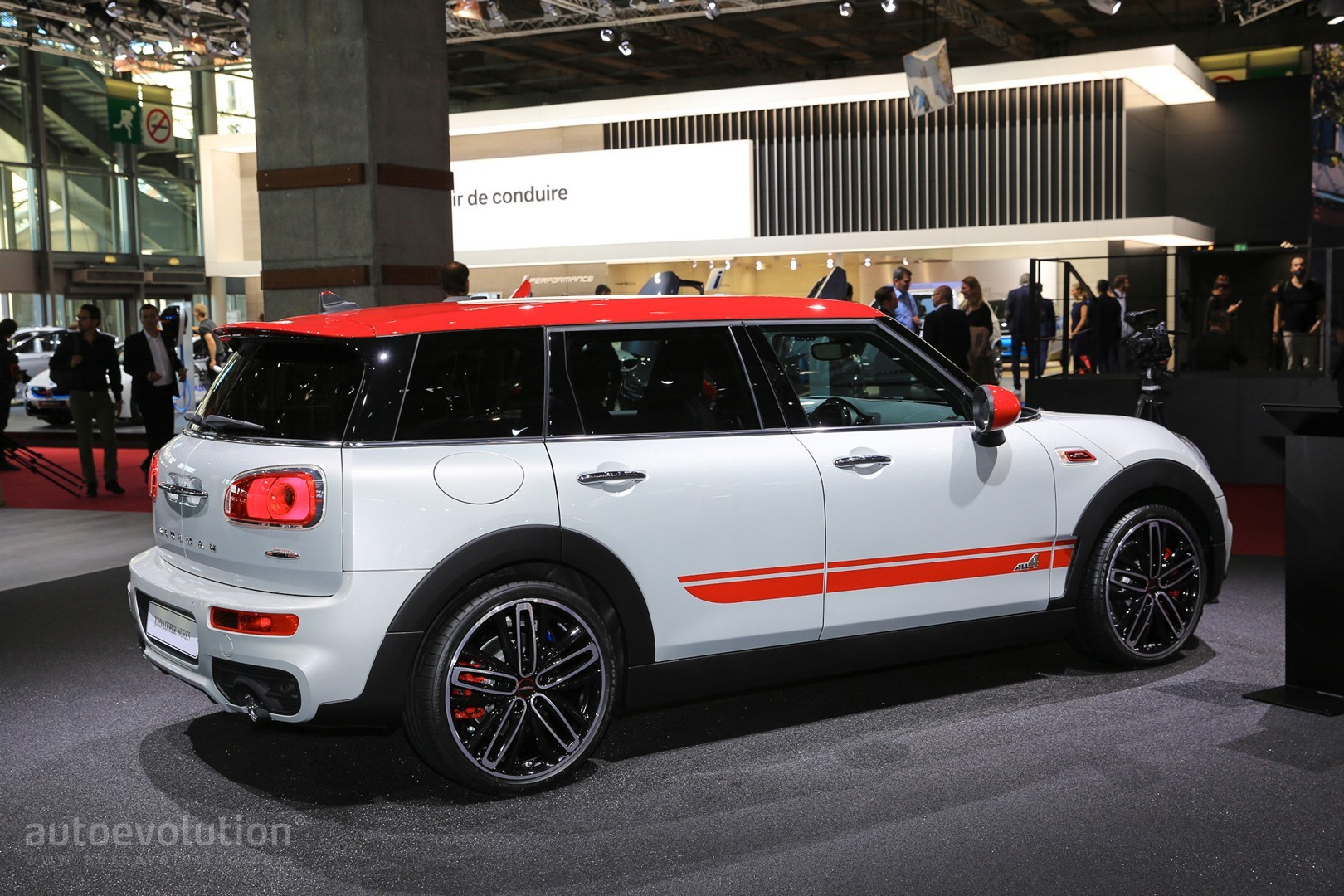 mini clubman john cooper works is a little screamer autoevolution. Black Bedroom Furniture Sets. Home Design Ideas