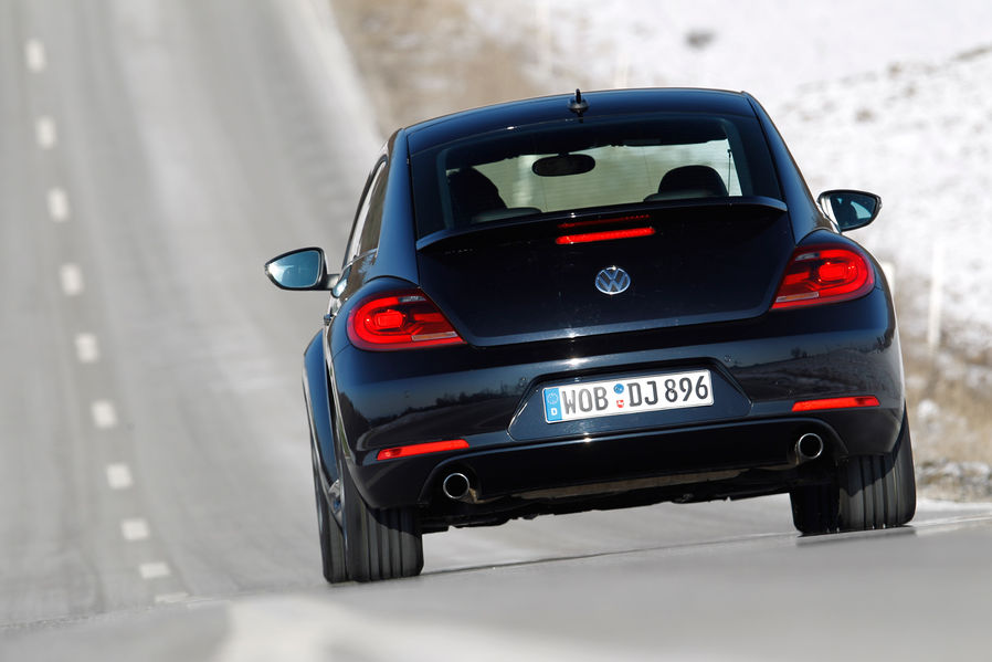MINI Cooper S Coupe Vs VW Beetle Sport by SportAuto.de - autoevolution
