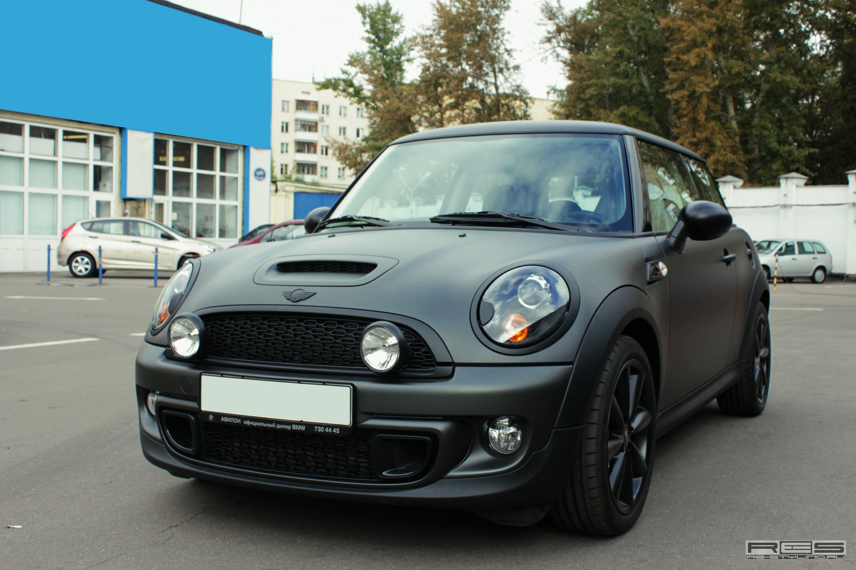 Mini Cooper S Gets Blacked Out In Russia Autoevolution