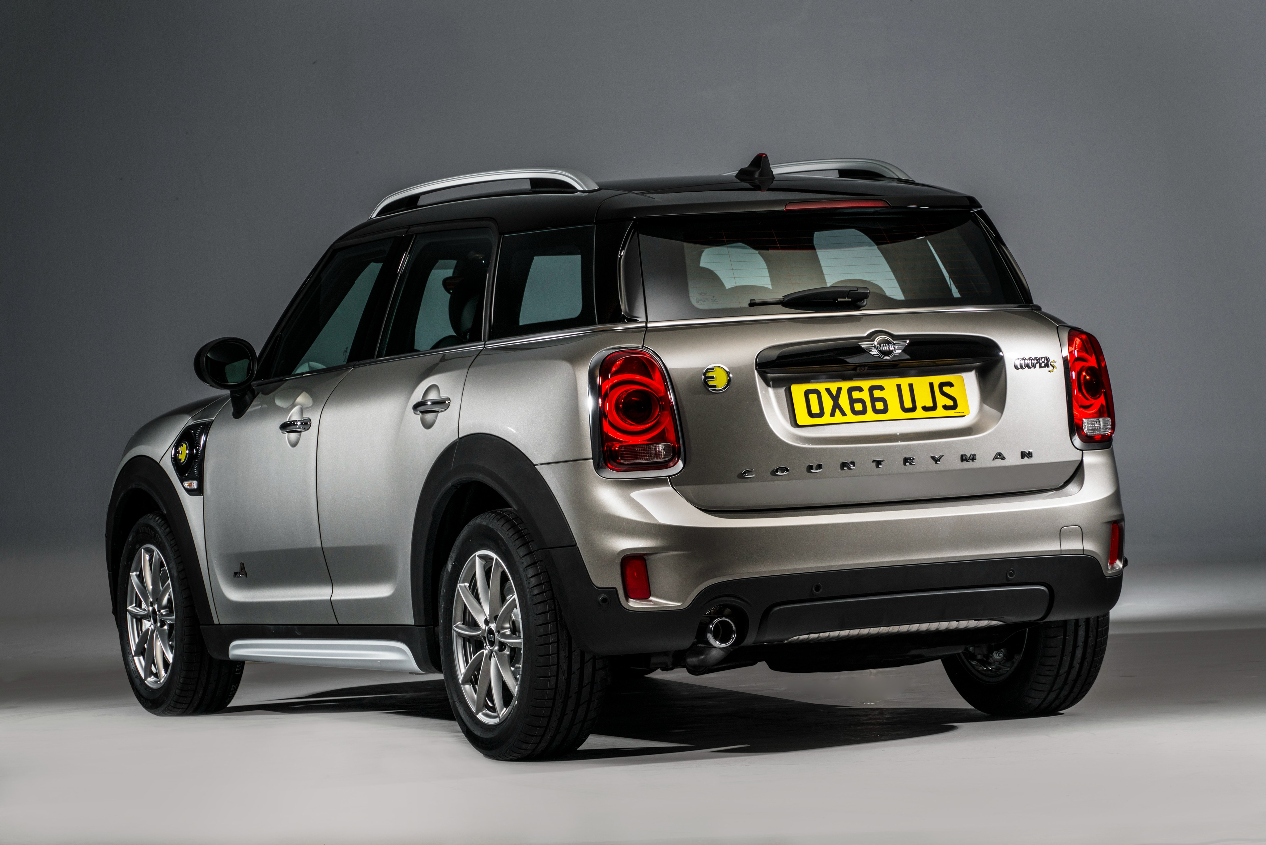 mini countryman cooper s e all4 becomes brand 39 s first plug in hybrid autoevolution. Black Bedroom Furniture Sets. Home Design Ideas