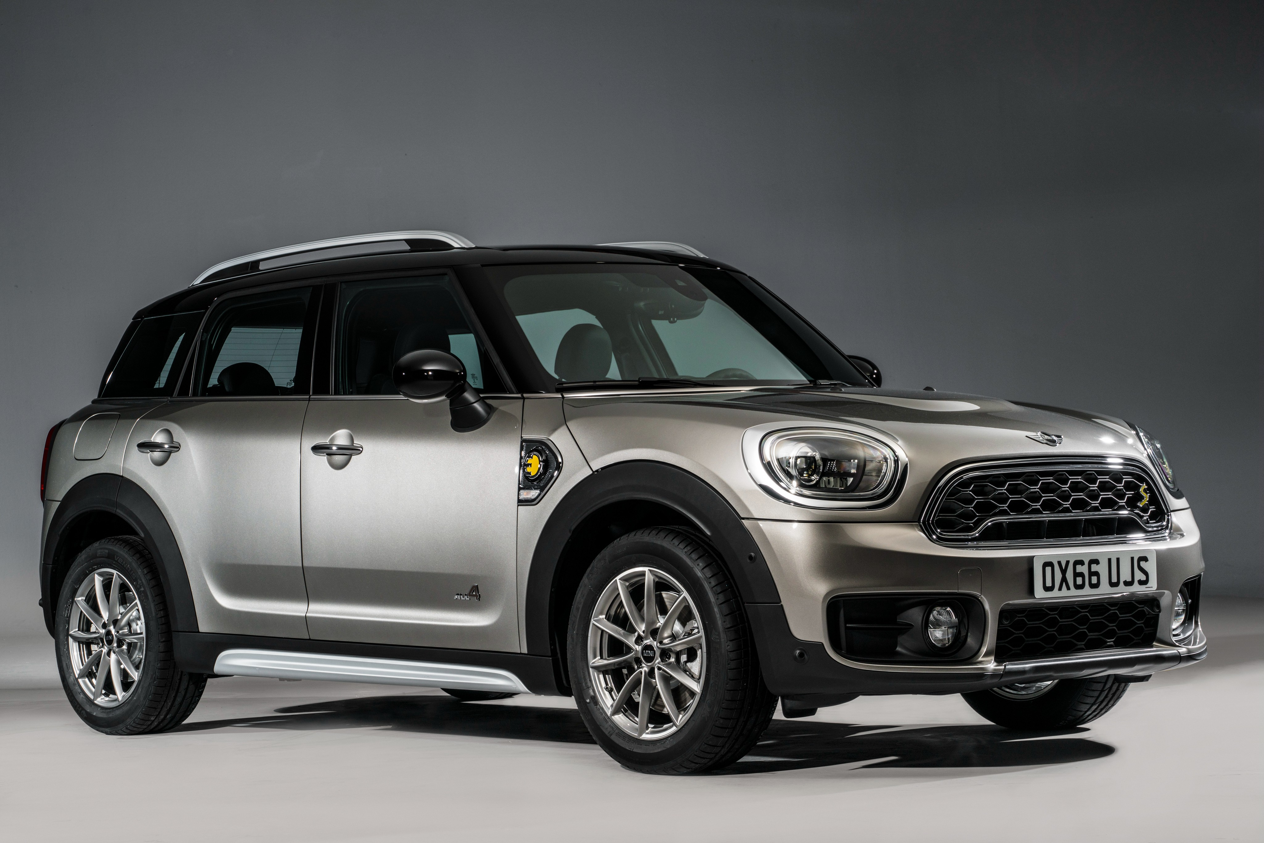 mini countryman cooper s e all4 becomes brand 39 s first plug. Black Bedroom Furniture Sets. Home Design Ideas