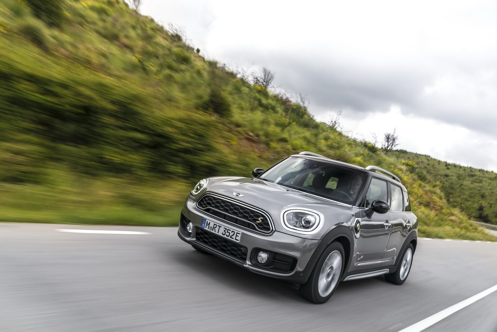 mini launching countryman plug in hybrid in the uk at goodwood festival of speed autoevolution. Black Bedroom Furniture Sets. Home Design Ideas