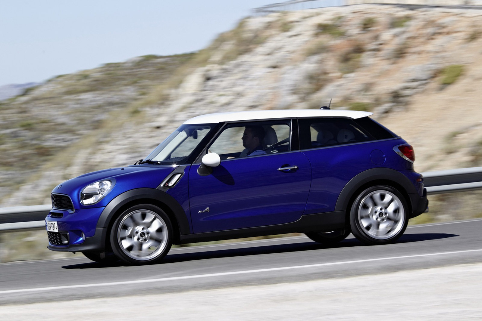 mini paceman official specs and images autoevolution. Black Bedroom Furniture Sets. Home Design Ideas