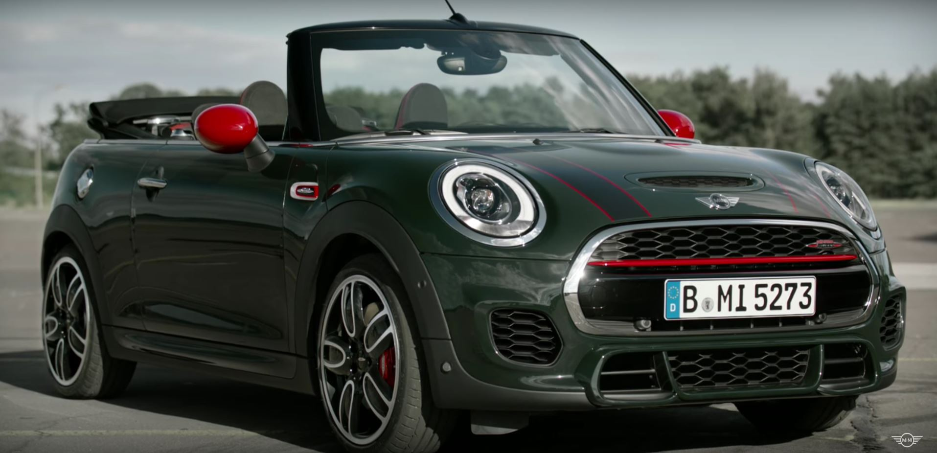 mini releases video with all john cooper works models. Black Bedroom Furniture Sets. Home Design Ideas