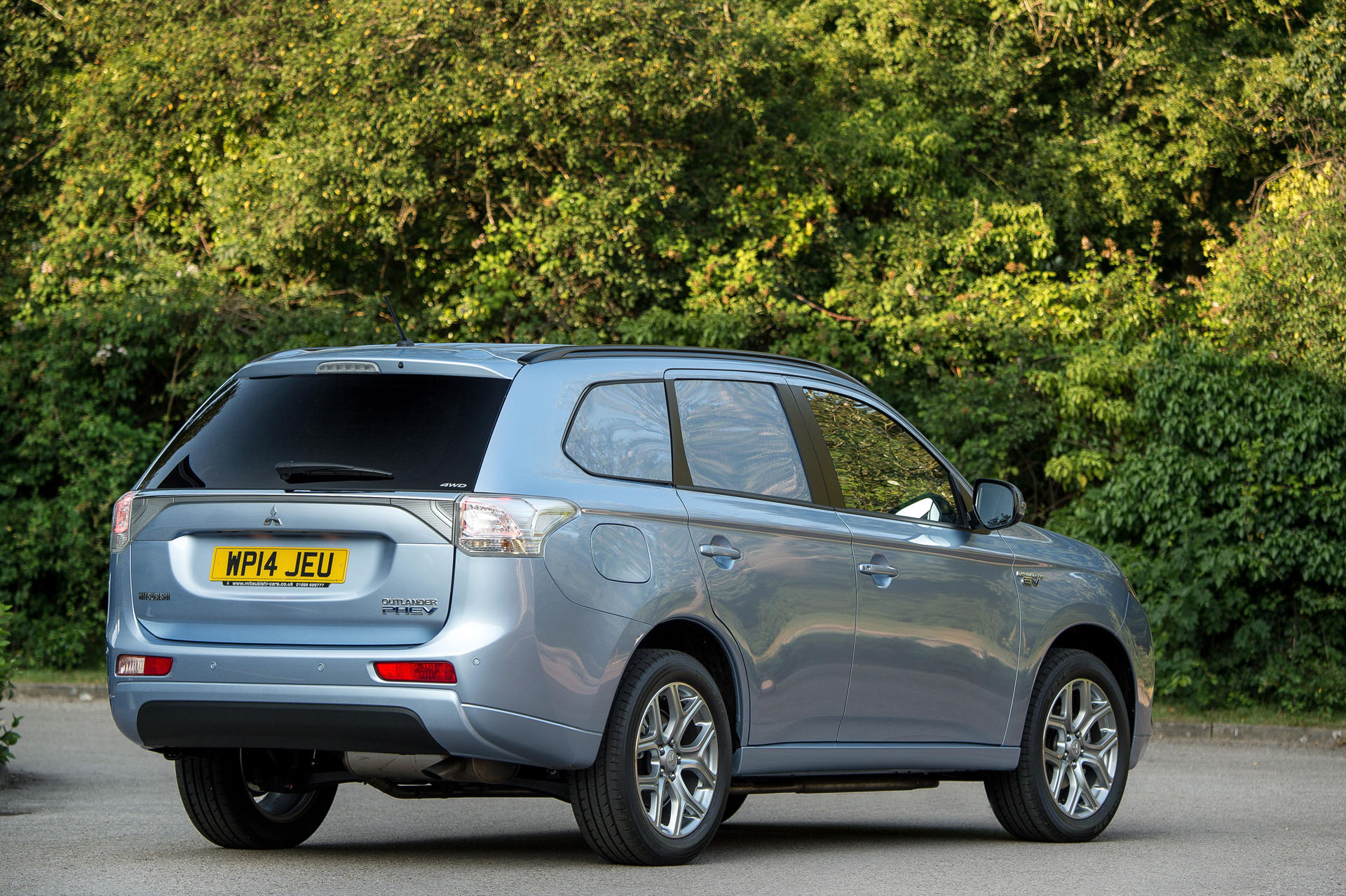 mitsubishi outlander gx3h 4work transforms from plug in. Black Bedroom Furniture Sets. Home Design Ideas