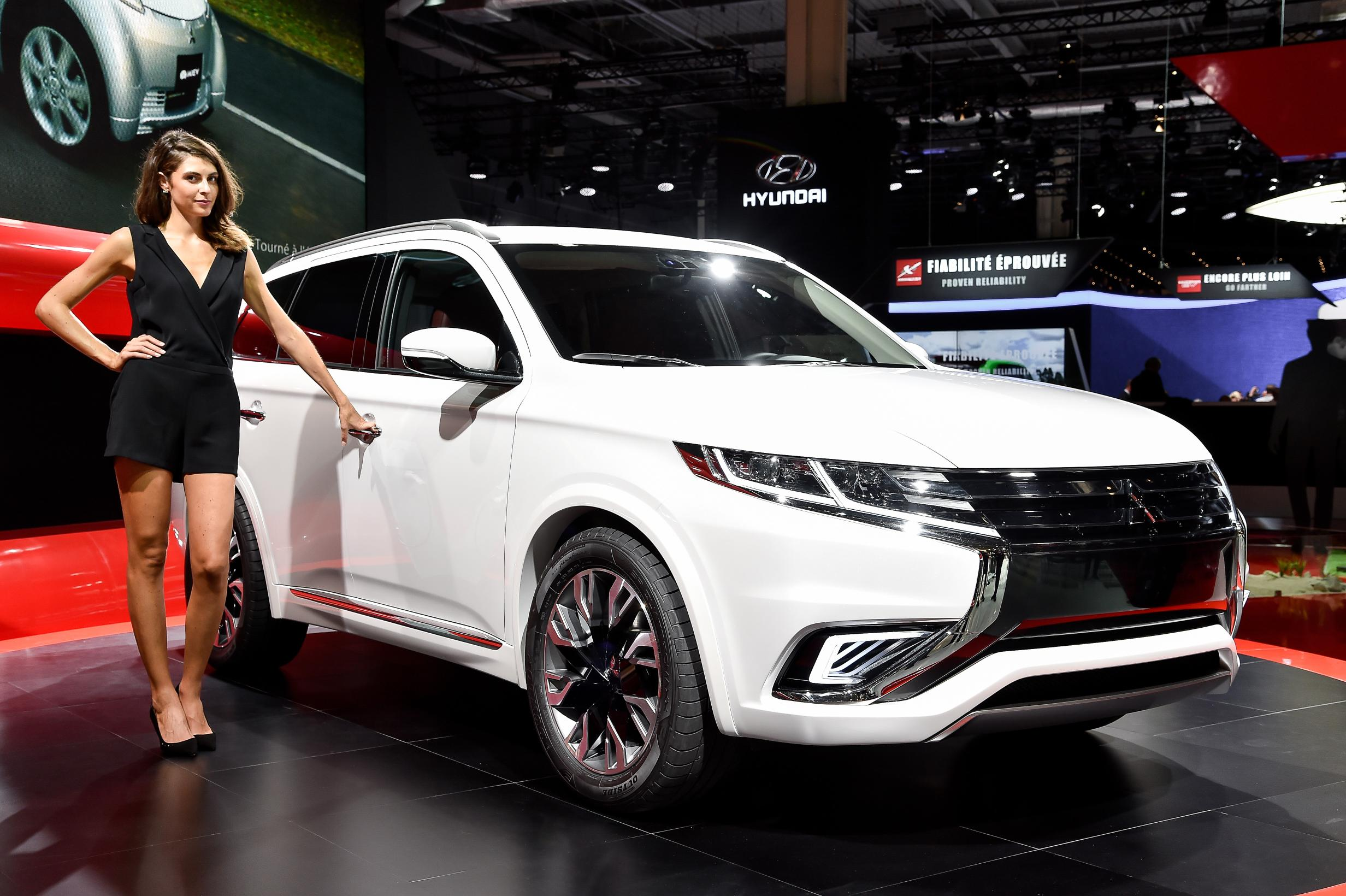 Mitsubishi Outlander PHEV Concept-S Makes First Appearance at Paris 2014 [Live Photos ...