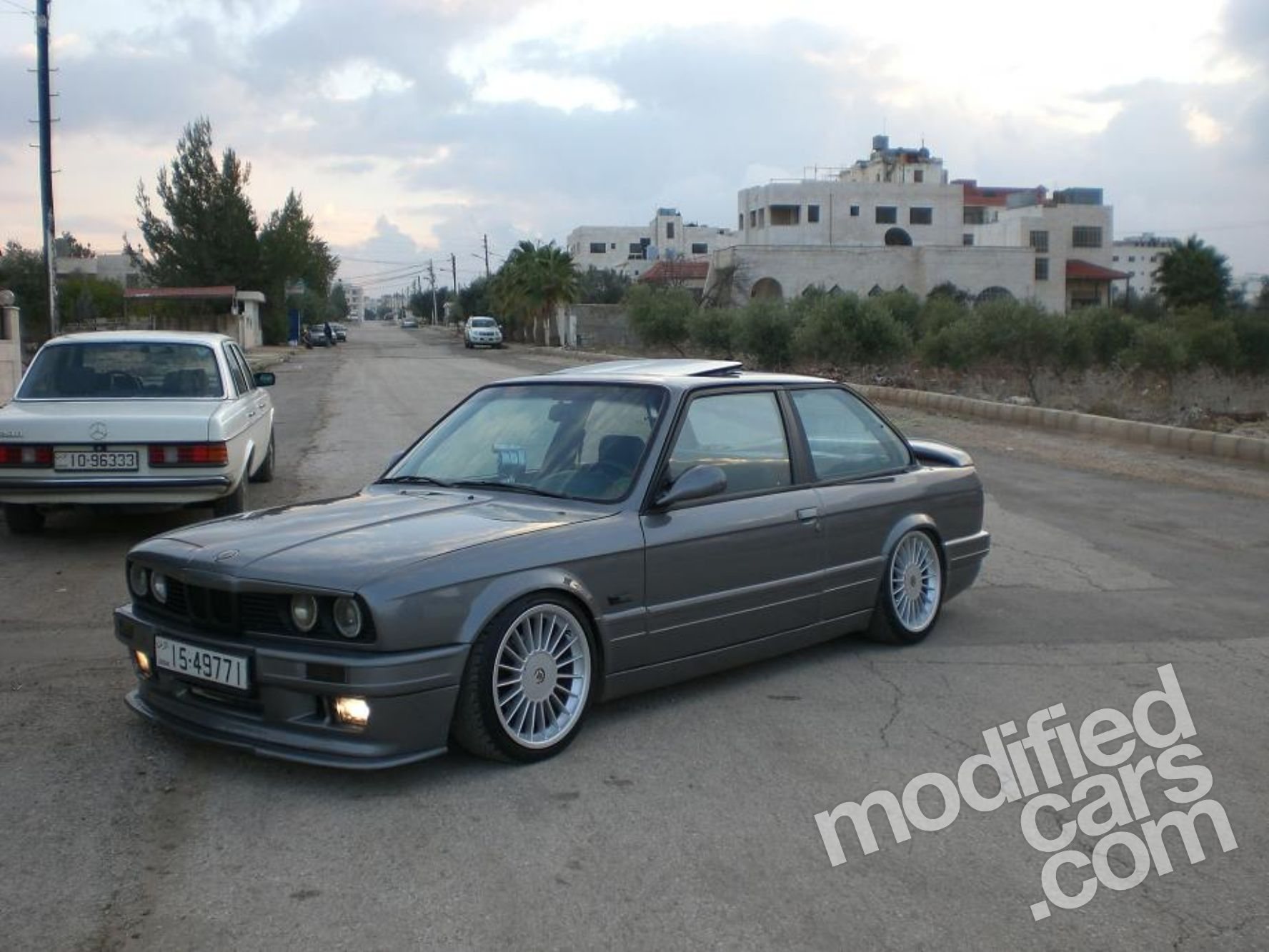modded bmw e30 320i hails from jordan autoevolution. Black Bedroom Furniture Sets. Home Design Ideas