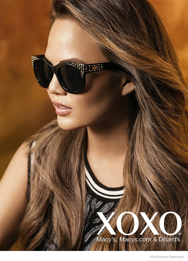 Model Chrissy Teigen Poses Next to a Douglas Vespa in XOXO ...