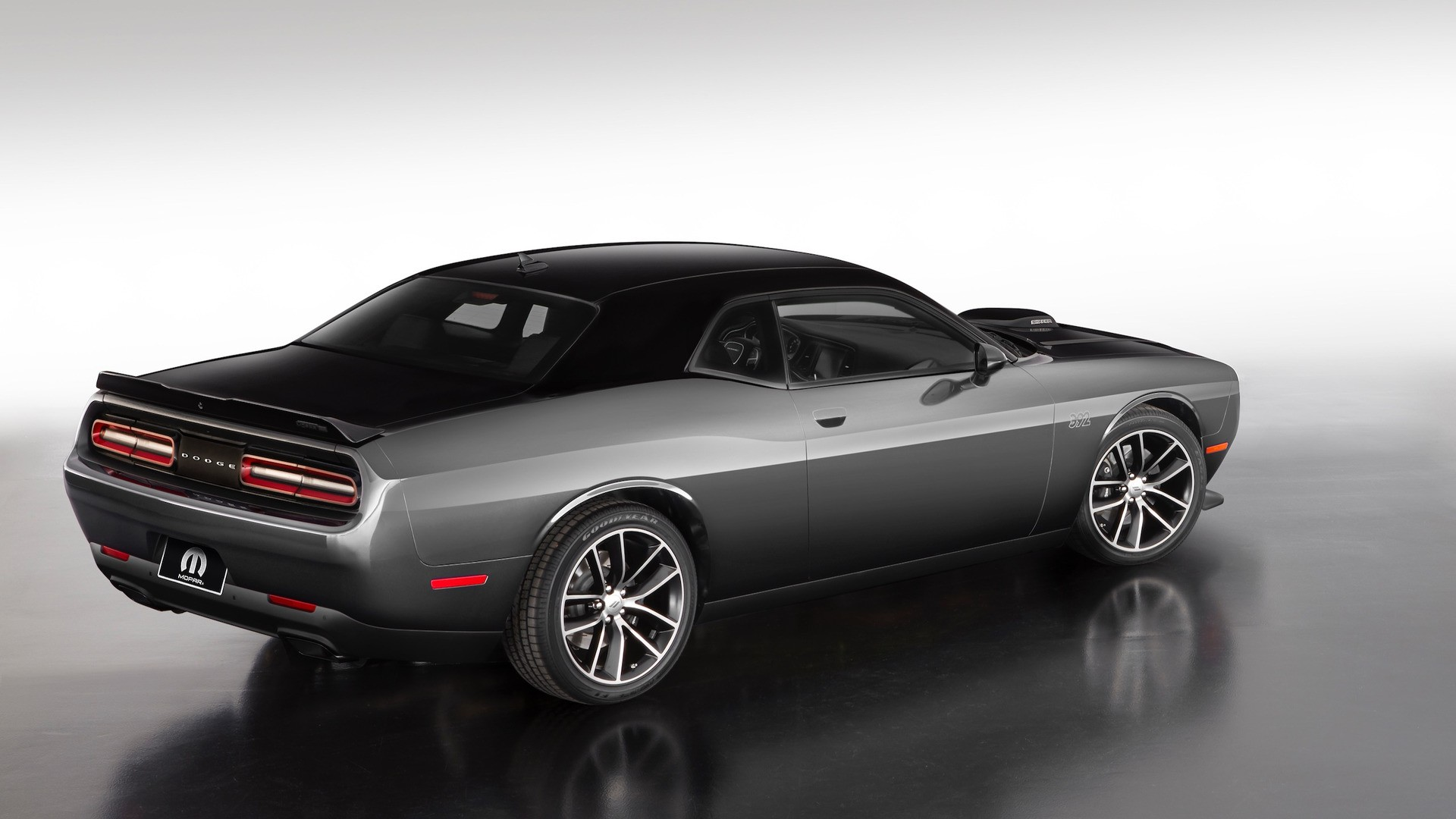 2017 dodge challenger gets special edition for mopar anniversary autoevolution. Black Bedroom Furniture Sets. Home Design Ideas