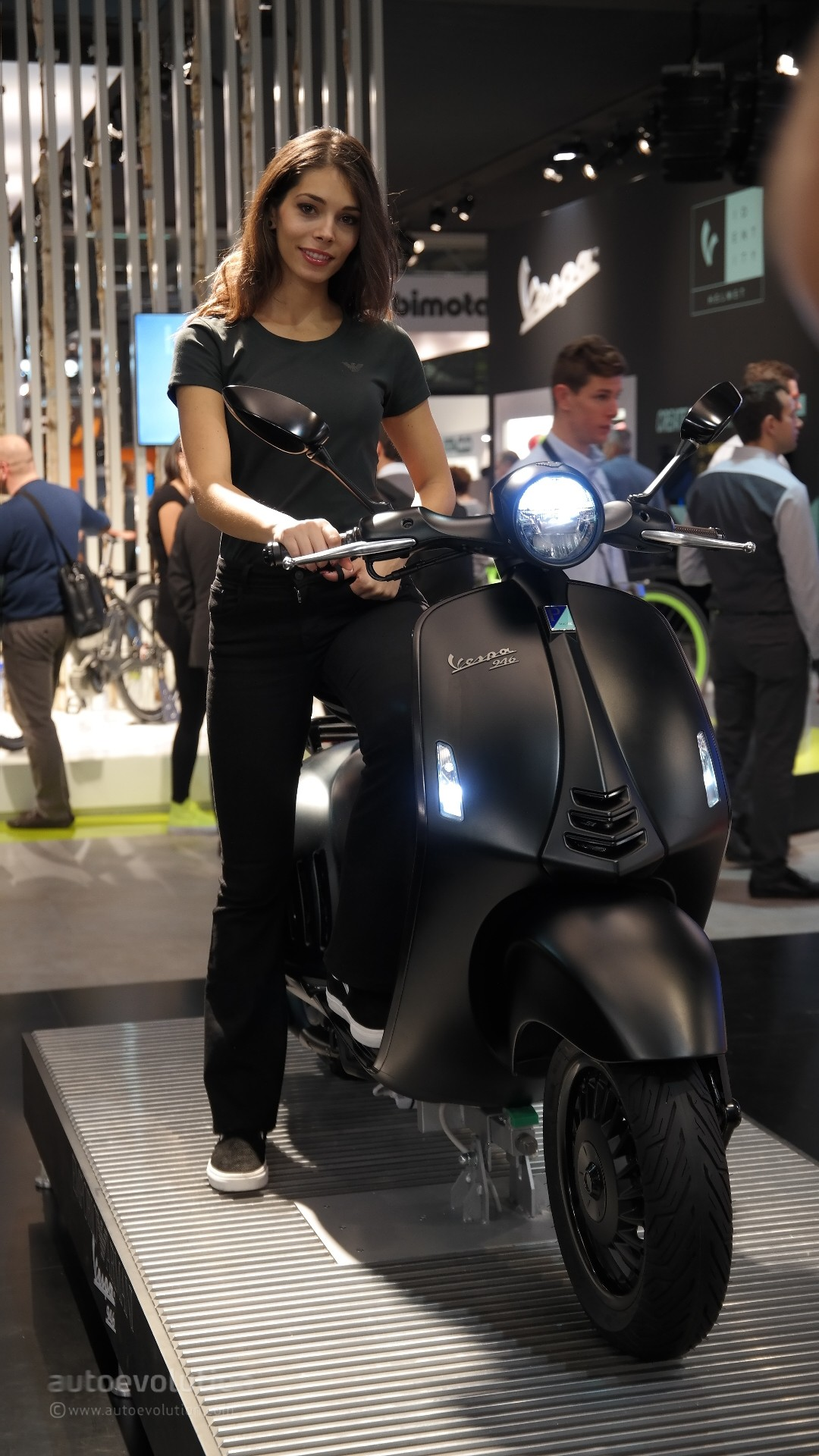 More Eicma 2015 Girls For A Nice Weekend Autoevolution