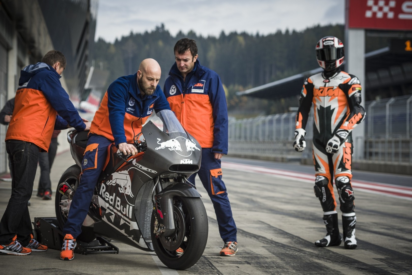 More KTM RC16 MotoGP Prototype Pics Show the 2017 Contender in Detail - autoevolution