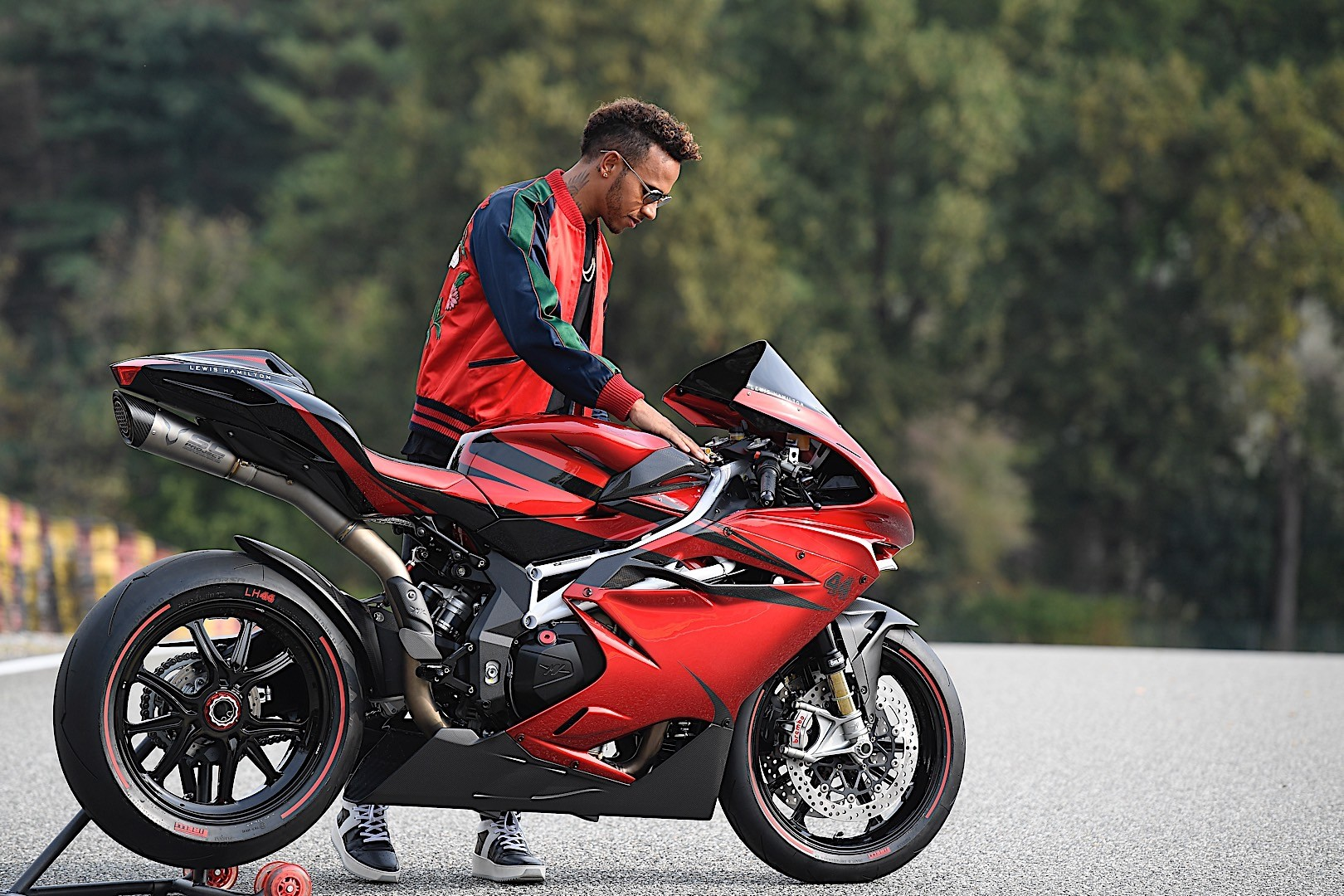 Ducati 1299 Panigale Cafe Racer Concept Looks As Extreme