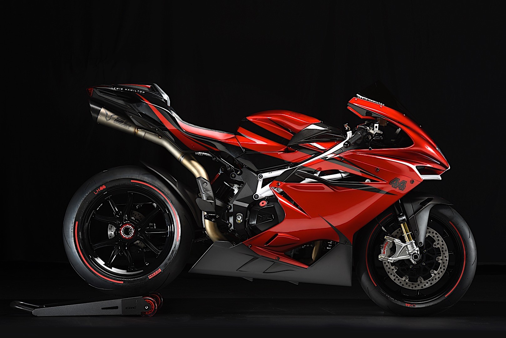 mv agusta f4 lh44 piggybacks on lewis hamilton 39 s fame autoevolution. Black Bedroom Furniture Sets. Home Design Ideas