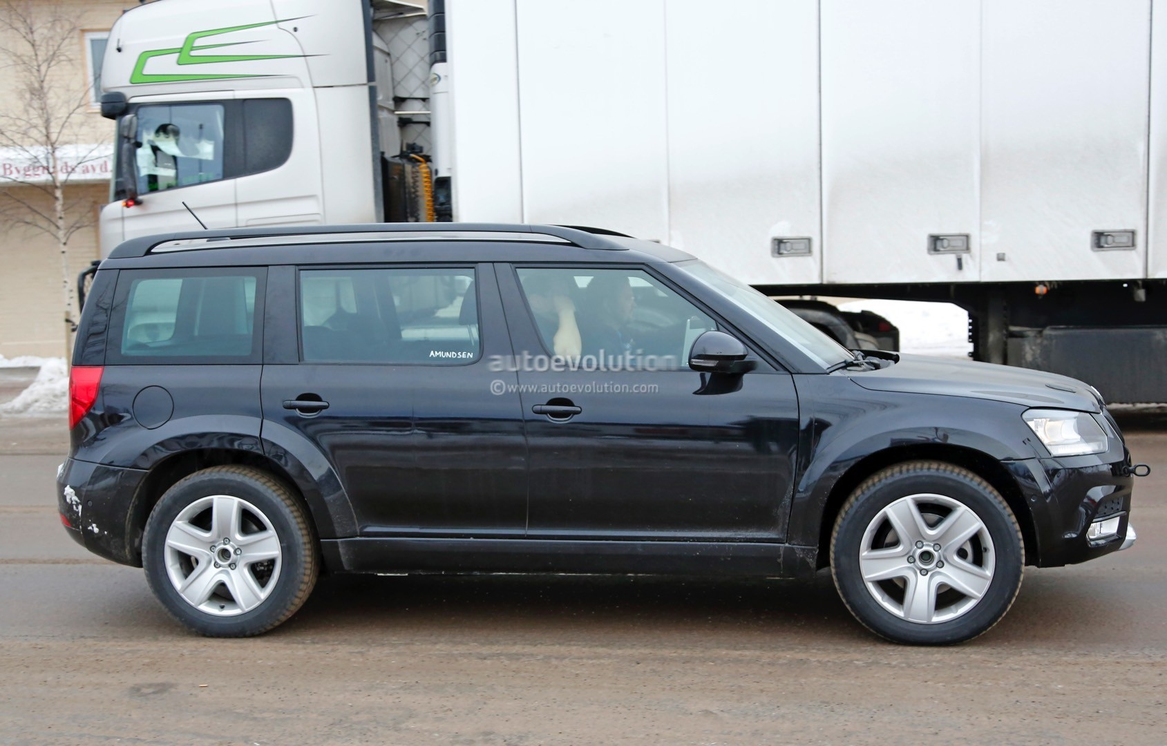 mysterious skoda yeti mule spied testing could preview. Black Bedroom Furniture Sets. Home Design Ideas