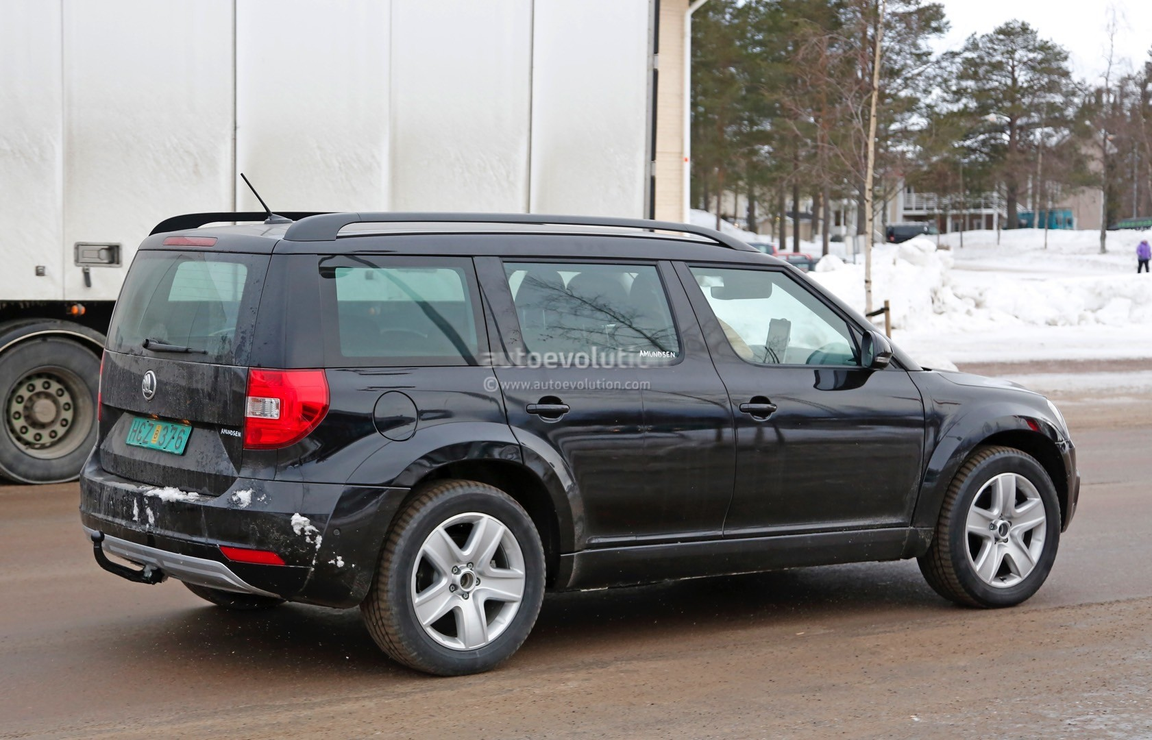 mysterious skoda yeti mule spied testing could preview much bigger suv autoevolution. Black Bedroom Furniture Sets. Home Design Ideas